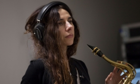 PJ Harvey / A Dog Called Money