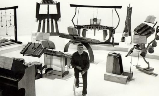 Harry Partch et ses instruments
