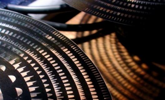 Tonewheels machine, de Derek Holzer