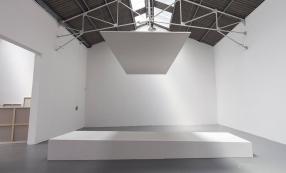 Olivier Mosset, Sans titre, 2008 Vue de l'exposition « Le Confort Moderne », Confort Moderne, 2008. Crédits : Y. Michaud